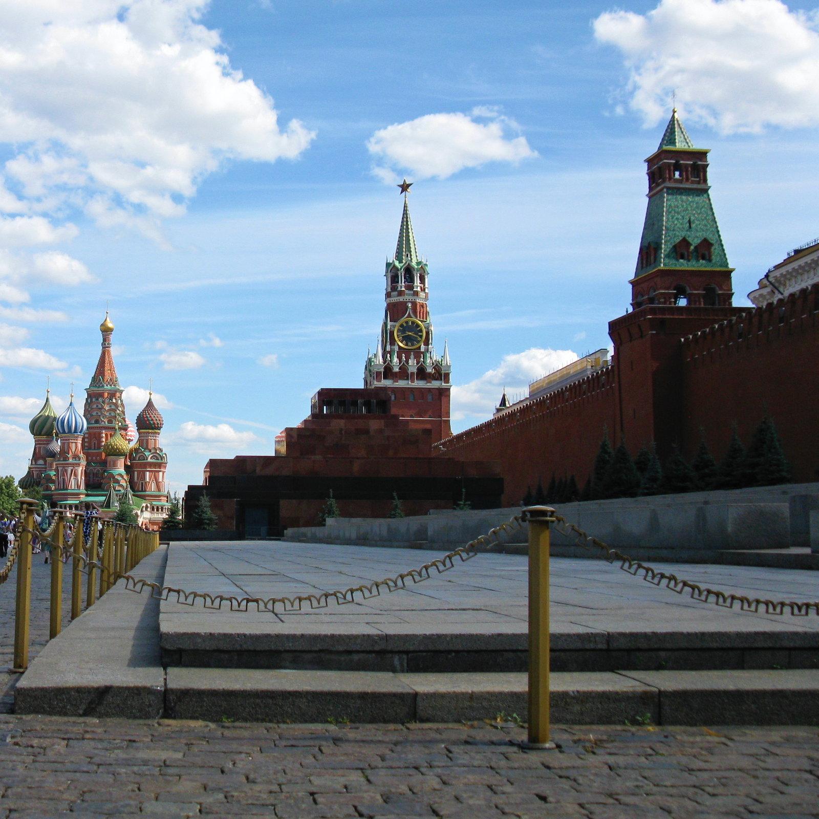 Как долго тело Ленина еще будет выставлено в мавзолее?