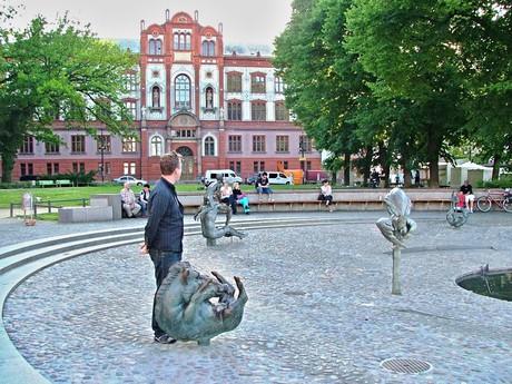Brunnen der Lebensfreude = pramen radosti (Rostock)