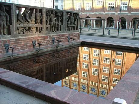 фонтана на Lange Straße (Росток)