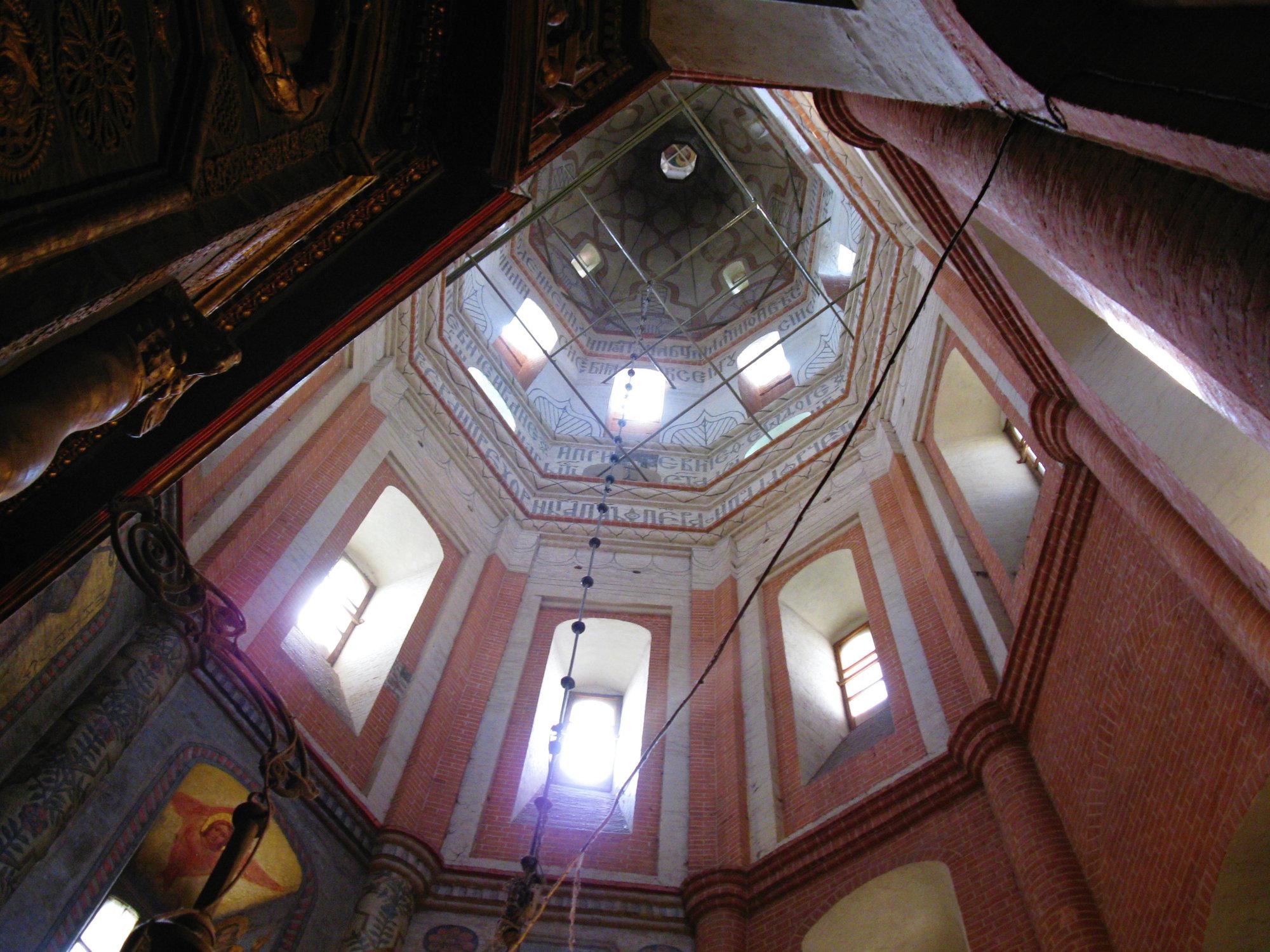 v chráme Vasiľa Blaženého nie sú stropy