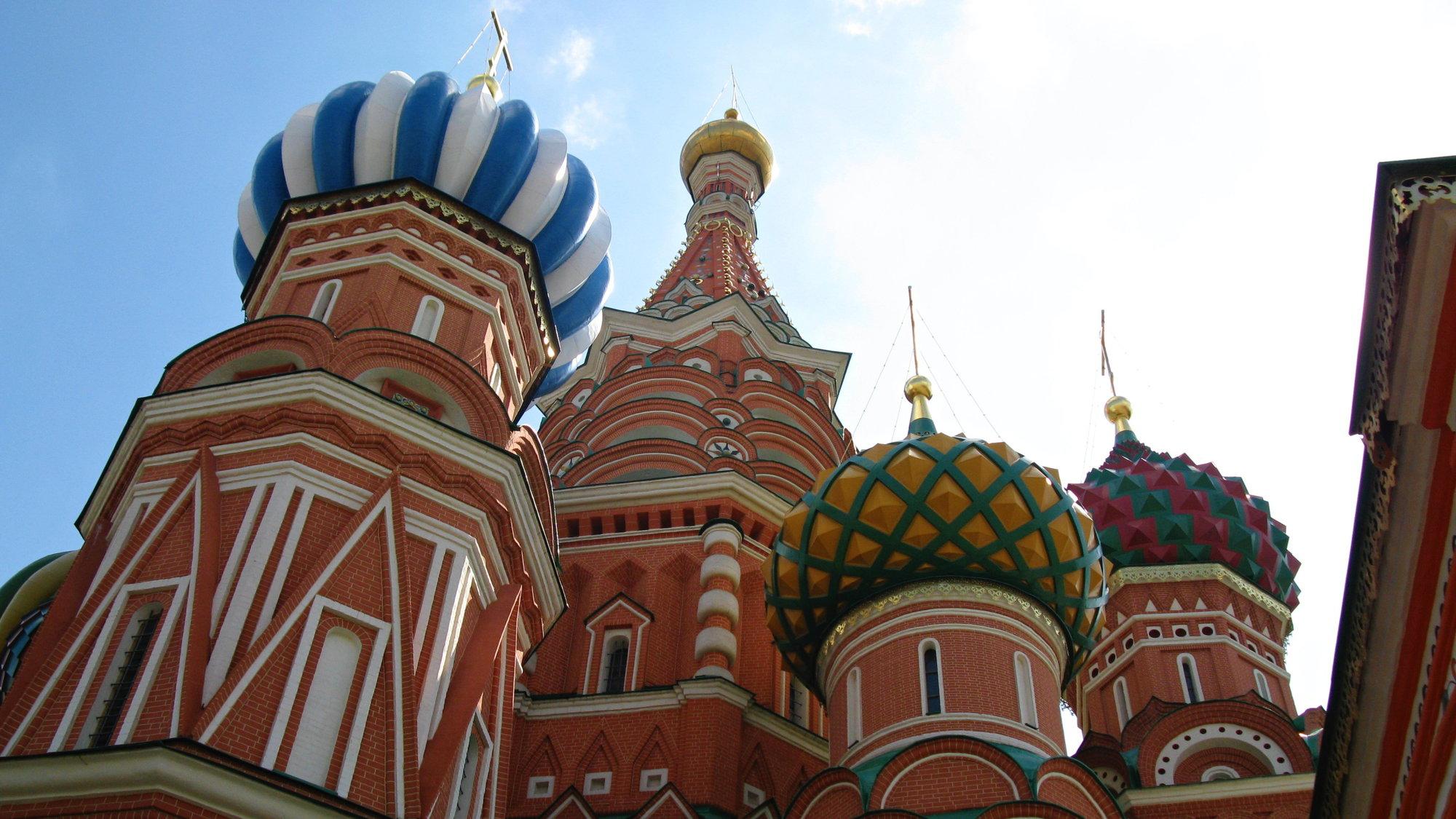 все башни храма абсолютно разные