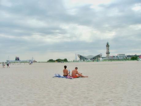 вид на маяк с пляжа (Варнемюнде)