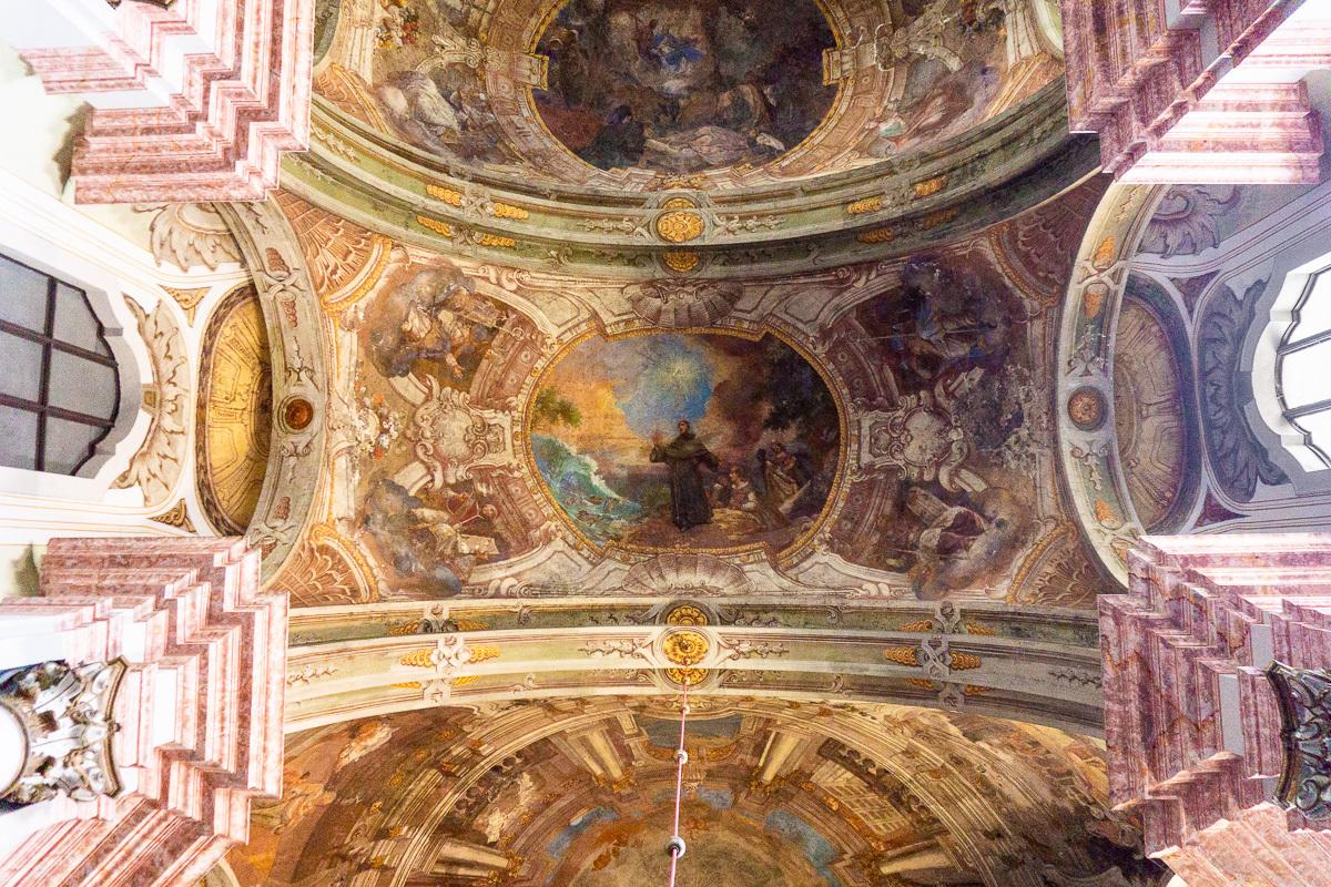 fresky v kostele Dobó tér