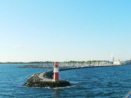 Ostmole и красный маяк (Варнемюнде)