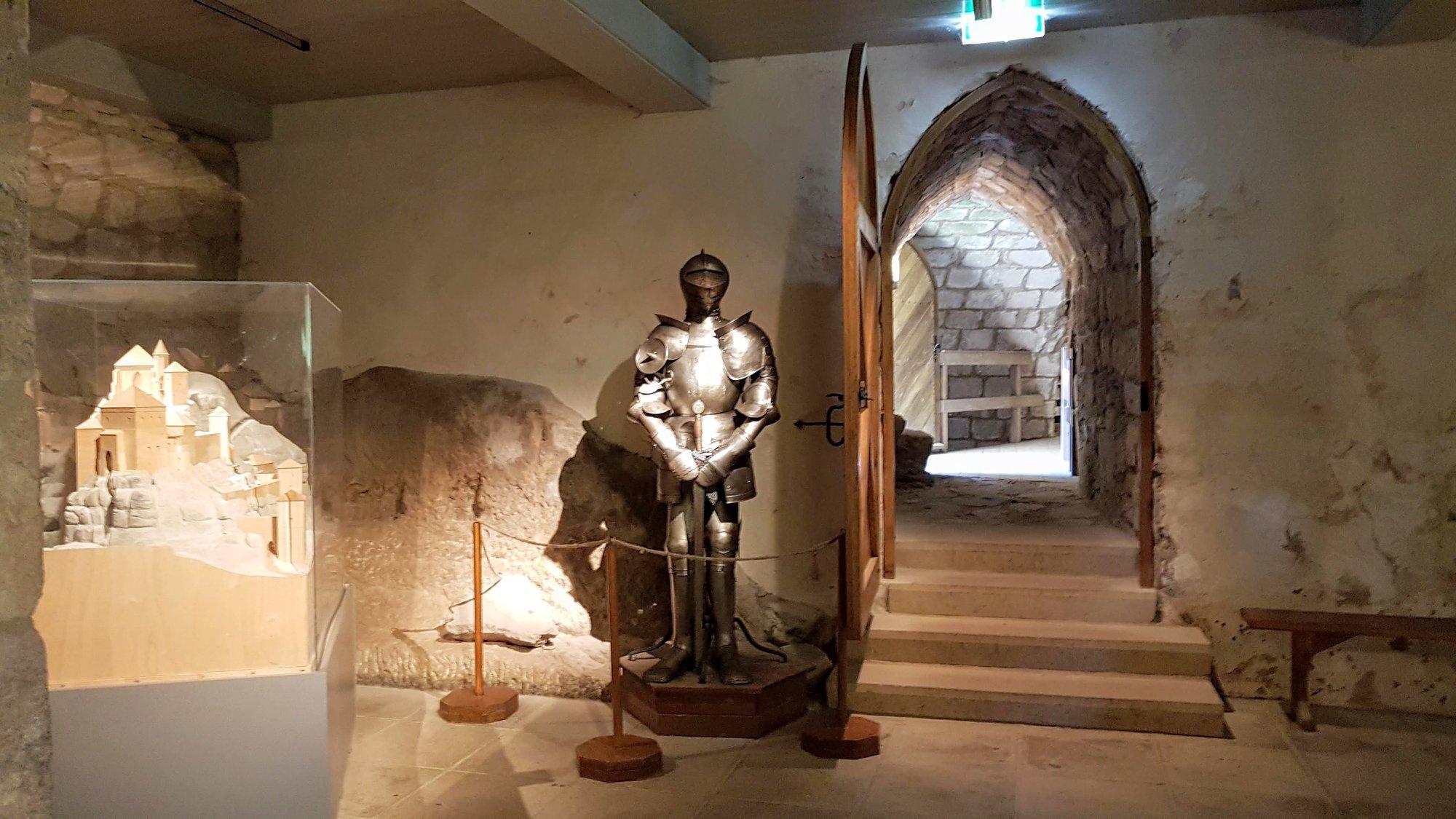 выставка внутри замка
