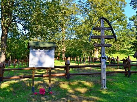 военное кладбище - Тополя