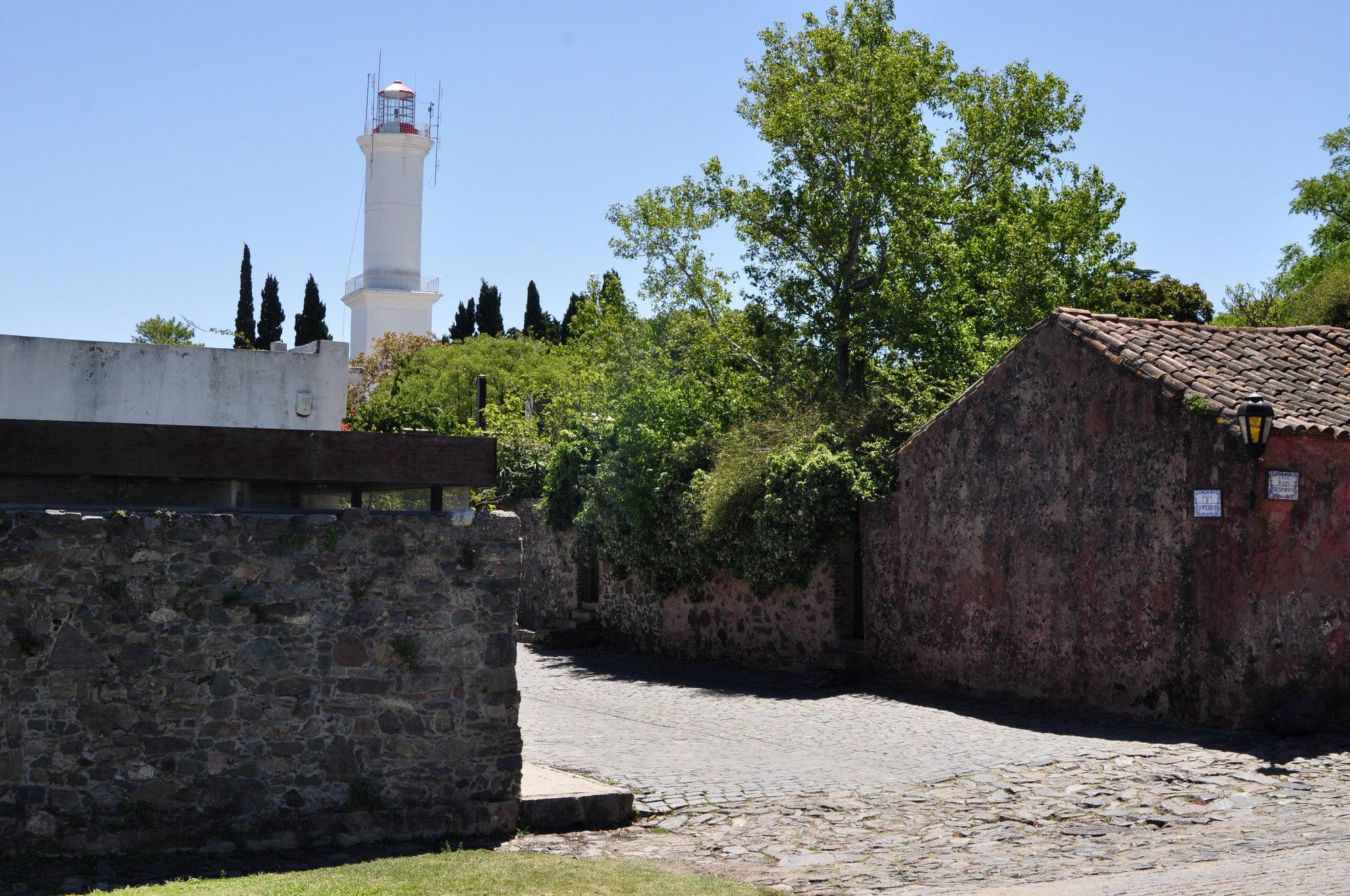 улица и маяк