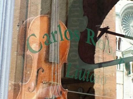 houslařský obchod (Cremona)
