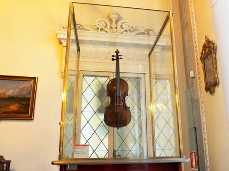 vystavené housle v Palazzo del Comune (Cremona)