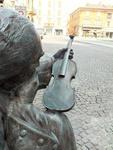 скульптура скрипача за Duomo Кремона