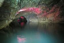 плавание на лодке в пещере Прометея