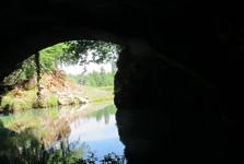 выезд лодок из пещеры Прометея
