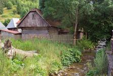 через деревню протекает река Боца и ручей Чертовице