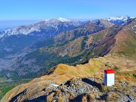 výhľad z vrchu Blyšť na hlavný hrebeň Západných Tatier