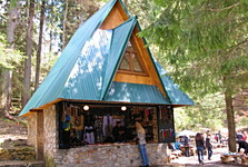 there are several souvenir stands around the lake