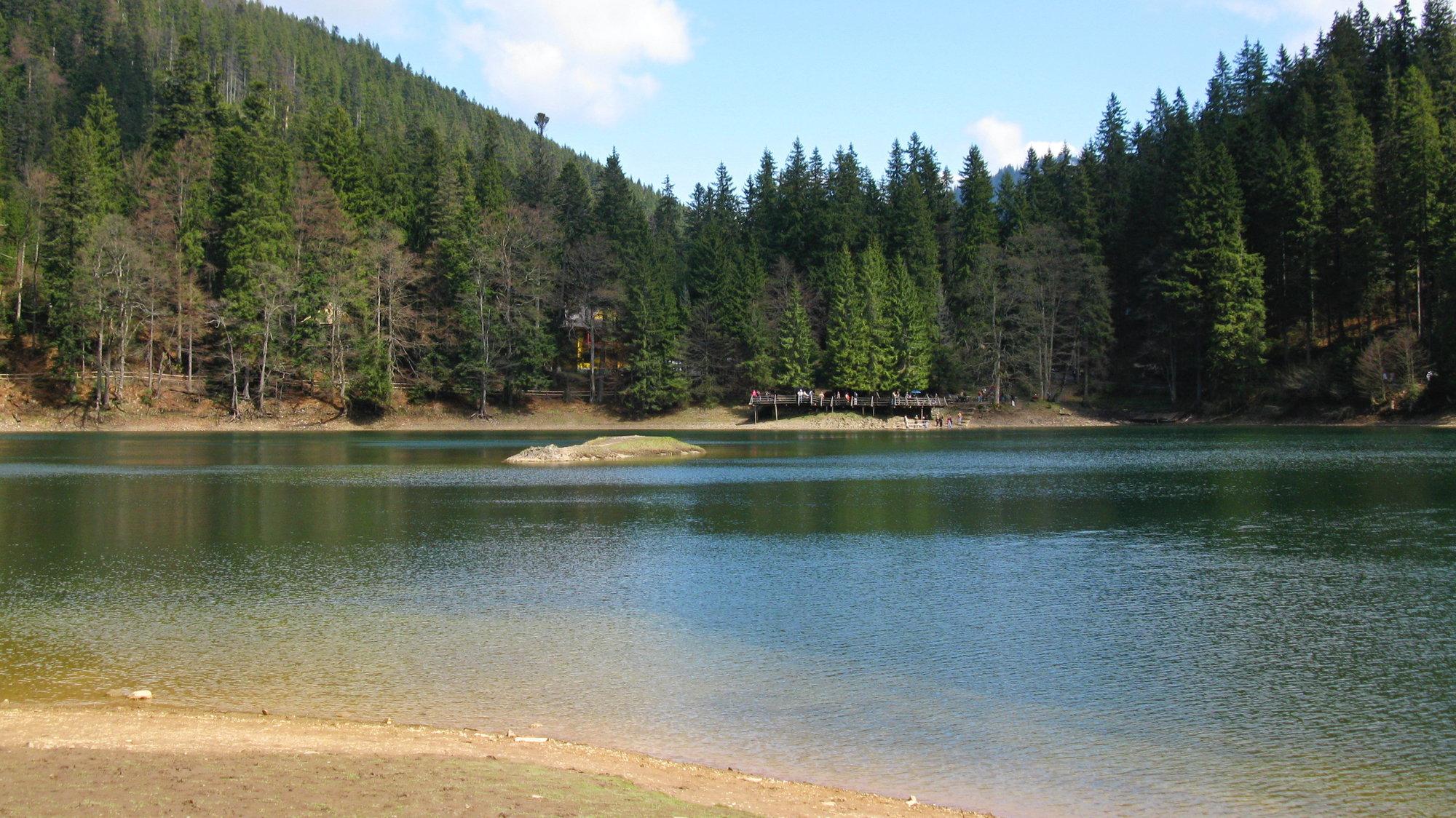a vista over the lake from an unknown statue na jezero od známé sochy