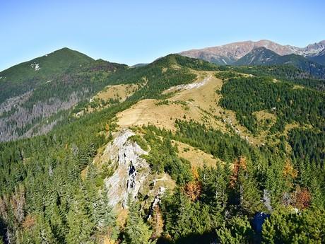 pohľad z vrchu Babky na vedľajší južný hrebeň