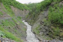 divoká rieka pri Ushguli