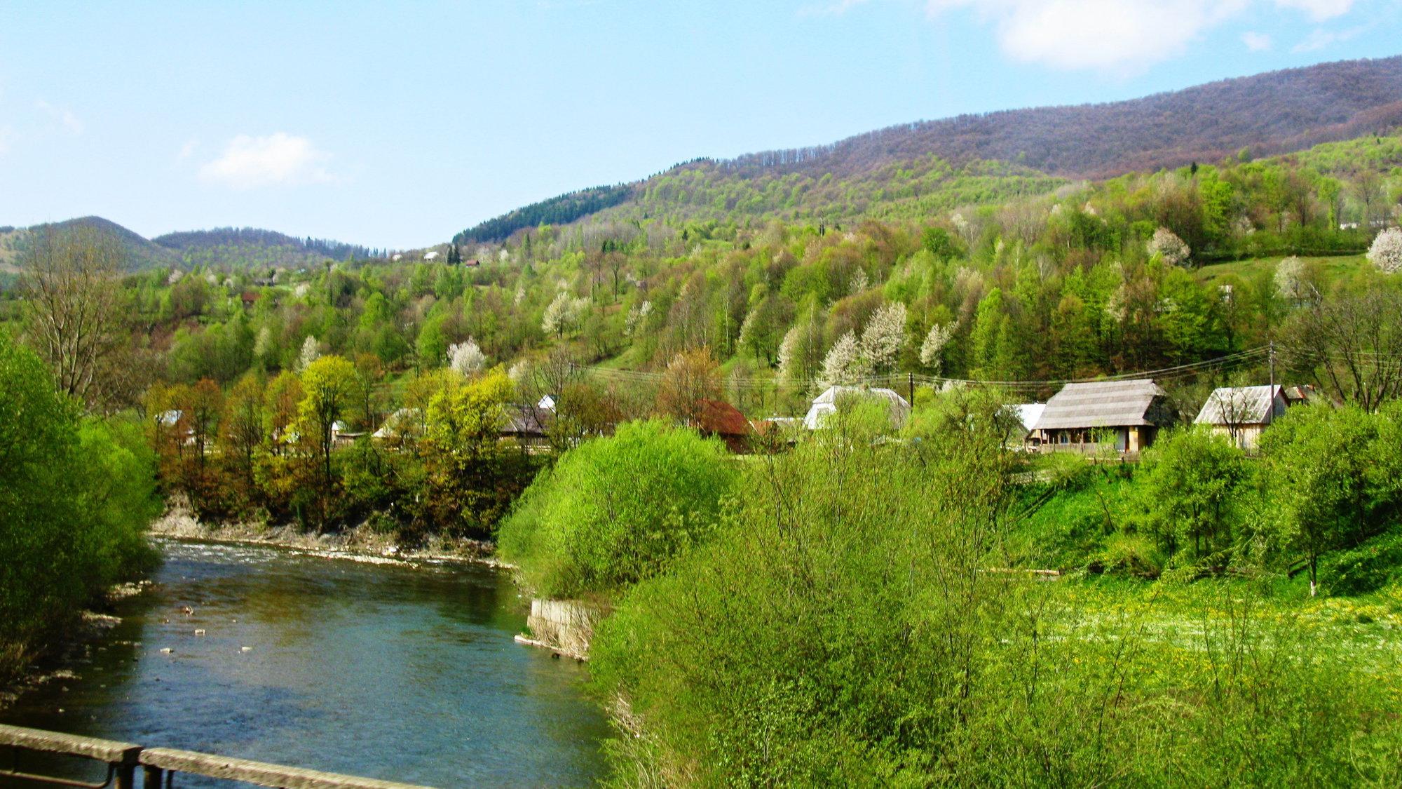 kolem vesnice se vine řeka Terebla