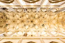 unikátní stropní klenba v hlavní chrámové lodi