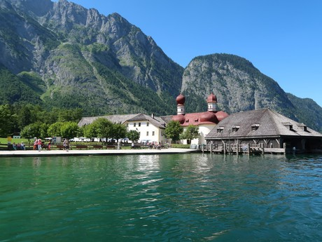 jezero Königssee, kostel St. Bartoloměje