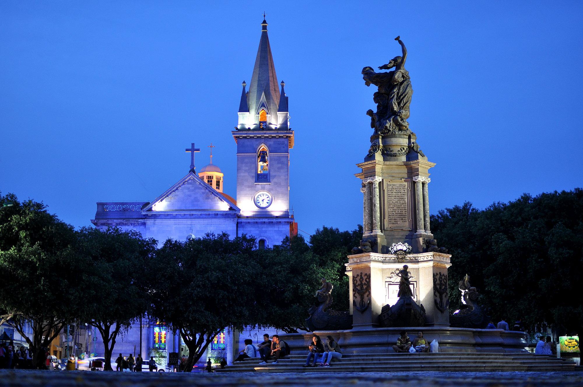 kostel a monument