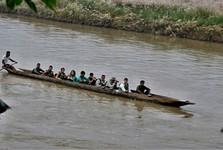 jízda na kánoi po řece Rapti