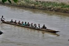езда на каноэ по реке Рапти