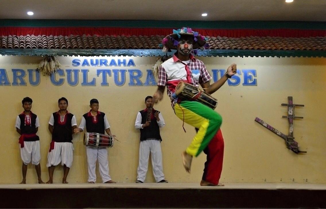 tanečního představení etnika Tharu
