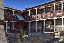 поселение в  Yak Kharka