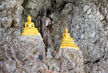 svatyně ve Wat Tham Pha Plong