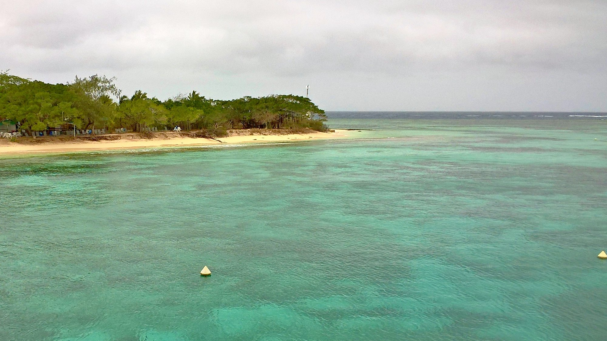 laguna okolo ostrova Amedée