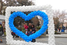 День святого Валентина на болгарских улицах - это действительно радостный праздник