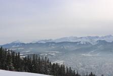 krásný výhled na město Zakopane z vrcholu Gubalowka