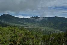 výhled z rozhledny do údolí