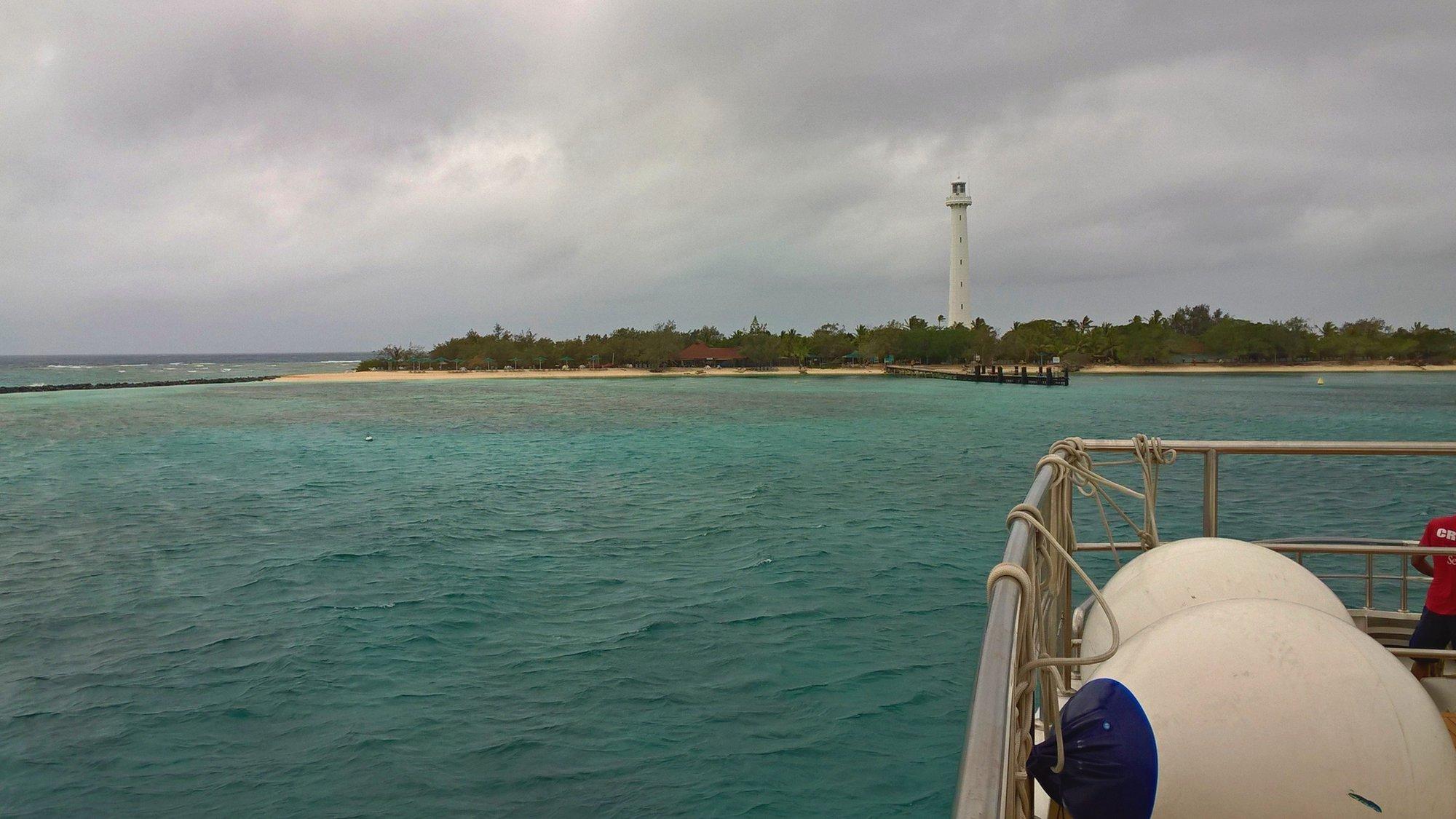 naše loď se blíží k ostrovu Amedée