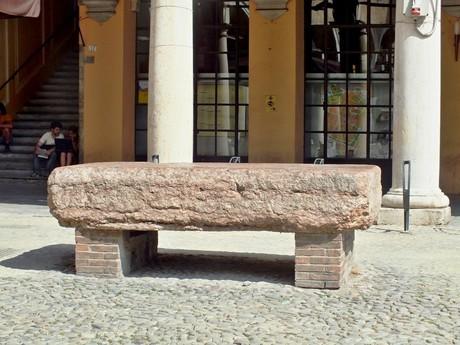Preda Ringadora, Pallazzo Communale (Modena)