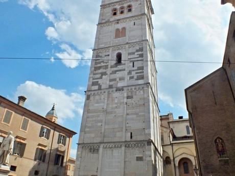 Torre della Ghirlandina (Модена)