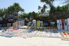 plážový obchod s obrazy zdejšího umělce