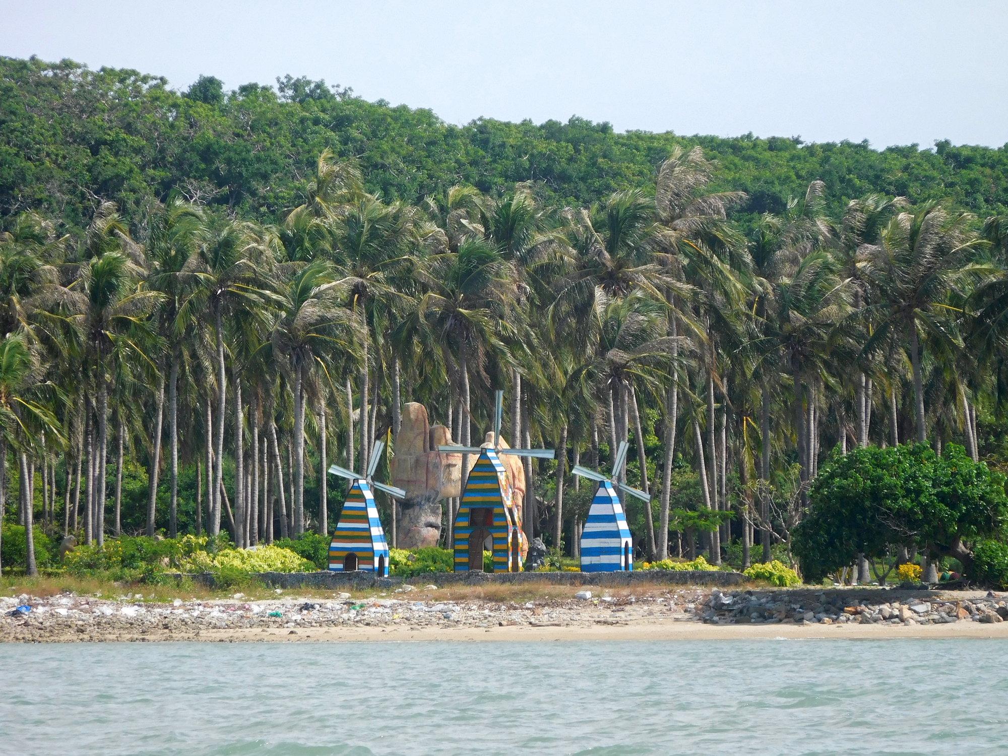 мы приплываем на Monkey Island