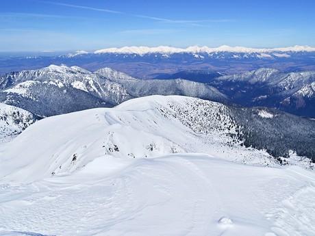 výhľad z vrcholu na panorámu Západných Tatier