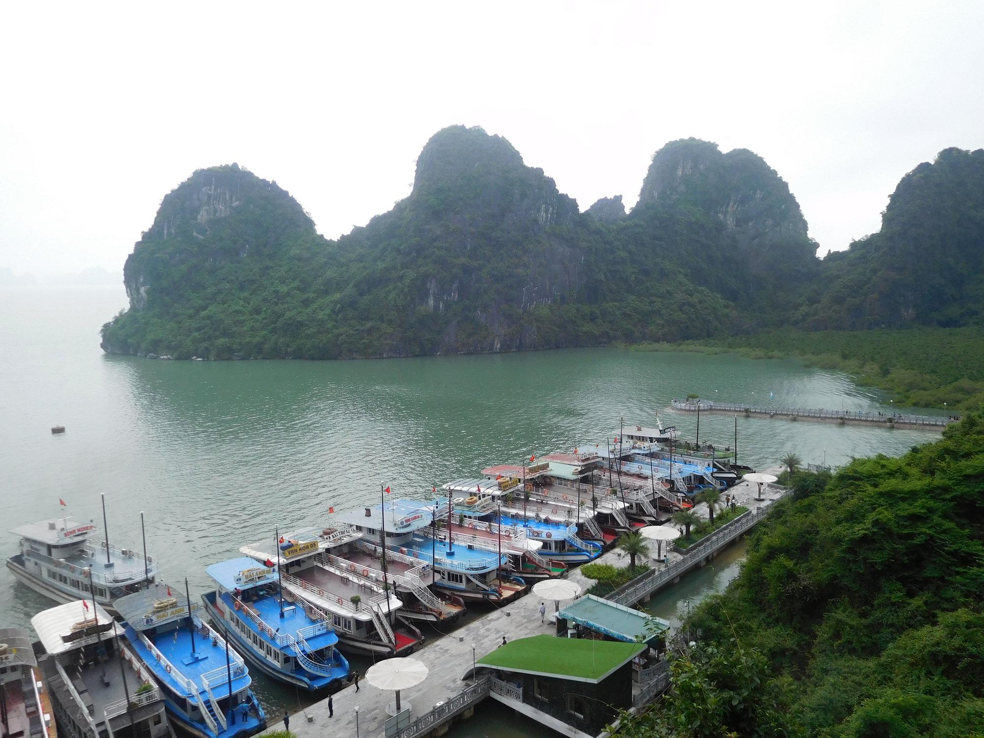 c2aed6d40d72b výhľad od krasovej jaskyne Đng Thin Cung ...
