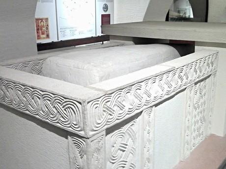 Эхтернах  – базилика Аббатства Св. Виллиброрда, гробница (интерьер)