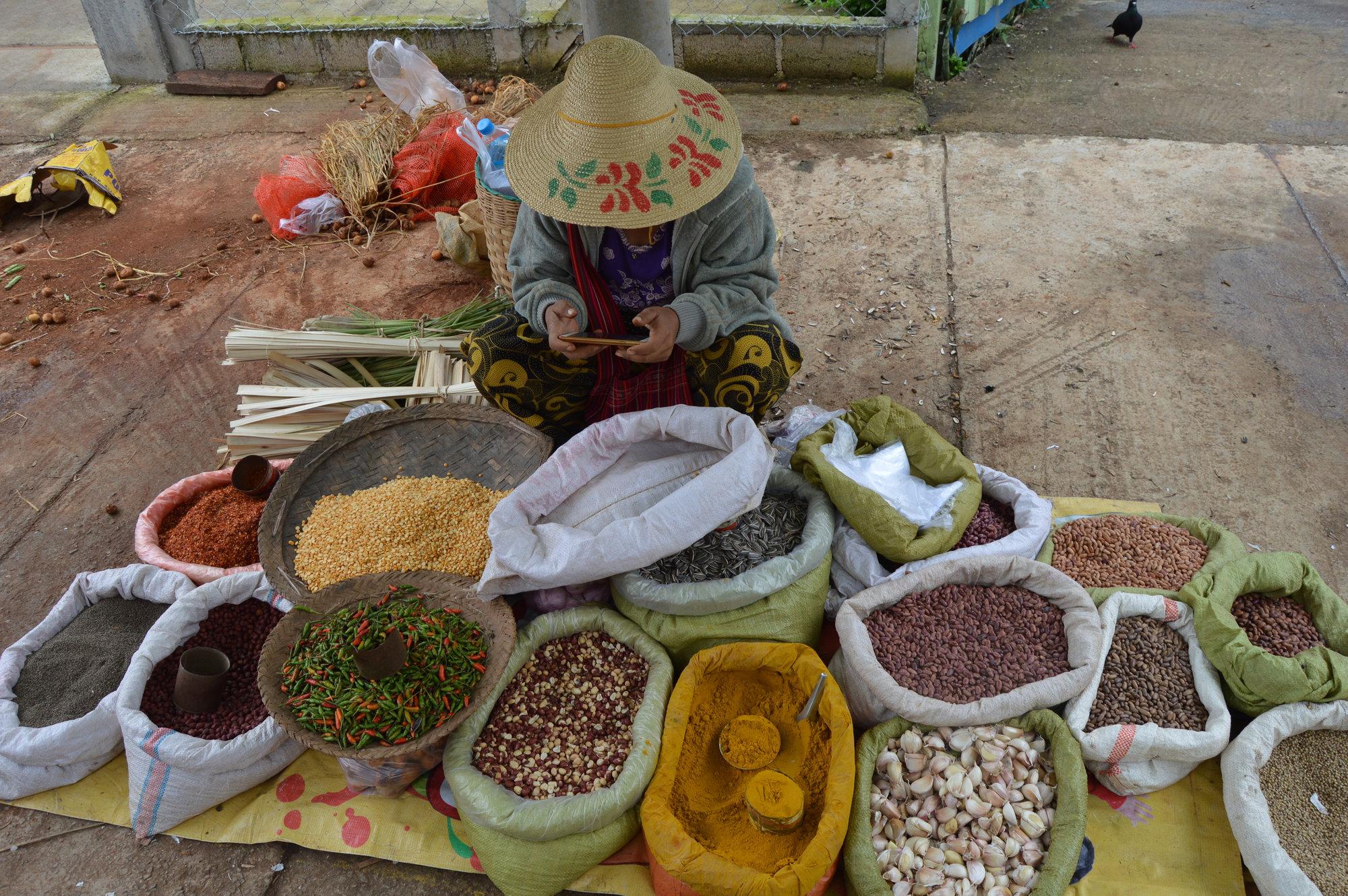традиционный субботний рынок в Калау