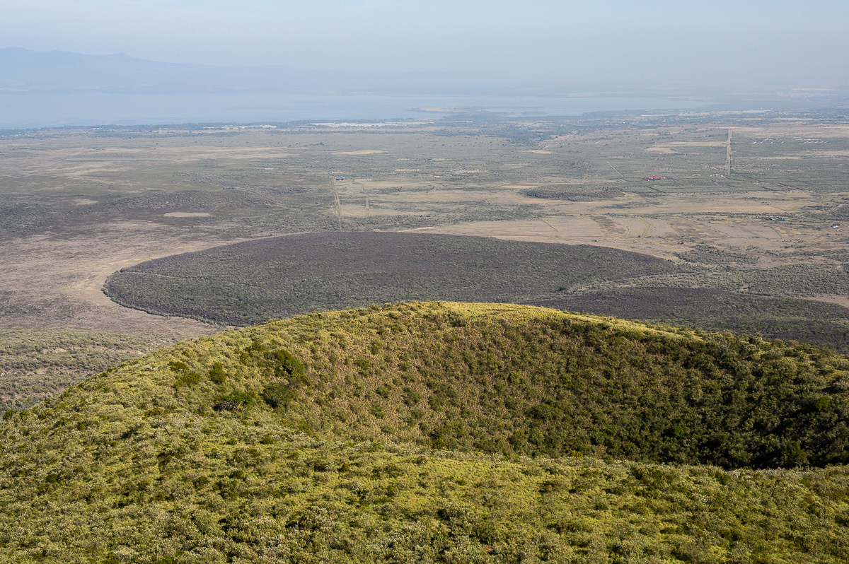 výhled z vrcholu, v pozadí jezero Naivasha