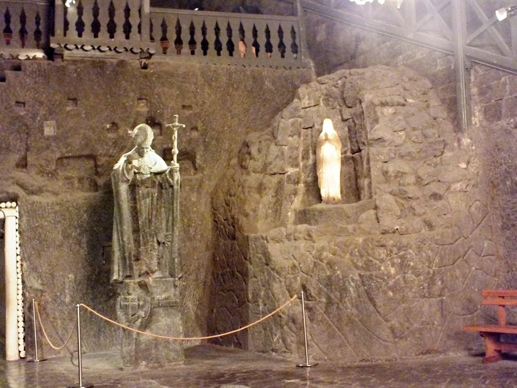 socha Jana Pavla II., kaplička sv. Kingy (Wieliczka)