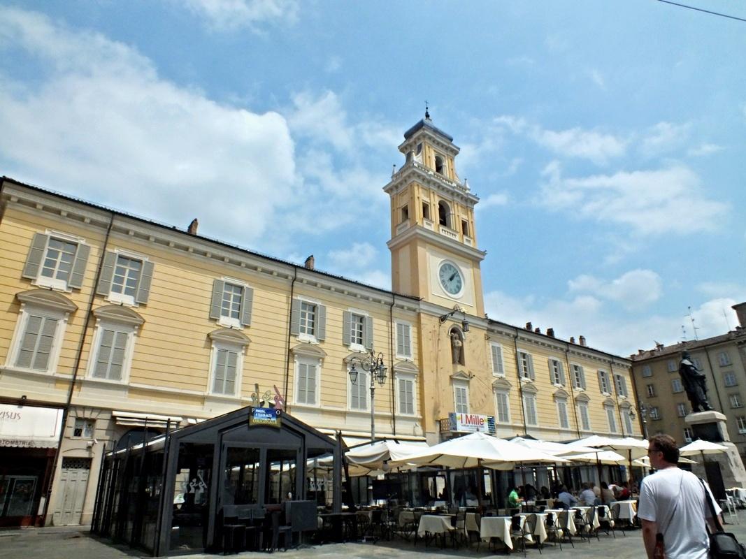 Palazzo del Governatore, Piazza Garibaldi (Парма)