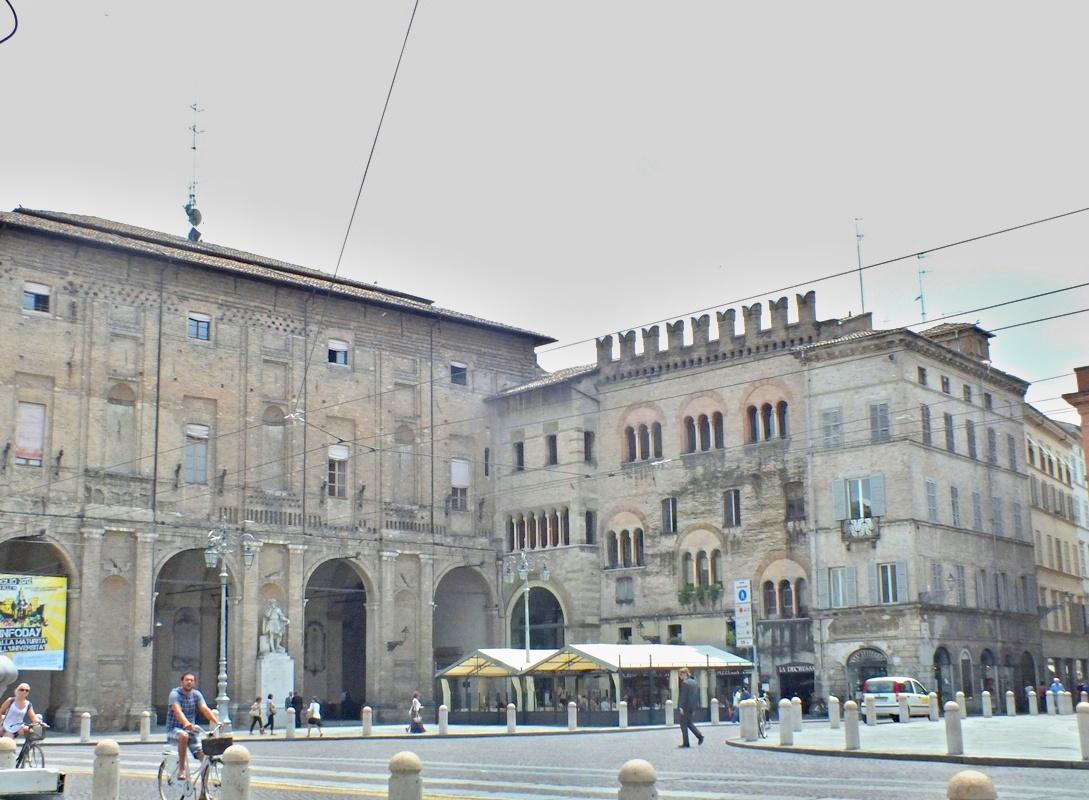 Palazzo del Comune и Palazzo del Podesta, Piazza Garibaldi (Парма)