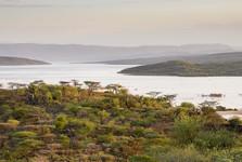 stojí za to vyšliapať na niektorý z kopcov nad jazerom, výhľady sú nezabudnuteľne nádherné II