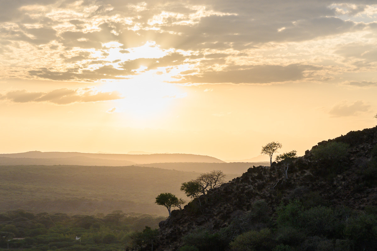 africké západy slunce jsou kýčovitě krásné